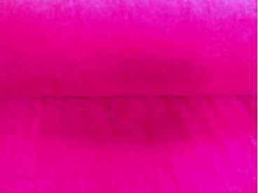 Een iets dunnere pinkkleurige velours, die rekt in de breedte. Polyester e.d.  1.60 mtr. breed