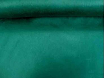 Een mooie kwaliteit groene velours die niet rekt. Polyester e.d.  1.50 mtr. breed.