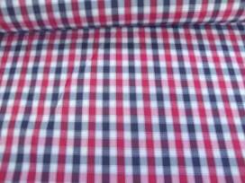 Een rood wit blauwe boerenbont ruit van 5 x 5 mm. Polyester e.d. 1.45 mtr. breed
