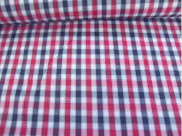 Een rood wit blauwe boerenbont ruit van 5 x 5 mm. Polyester e.d. 1.45 mtr. breed