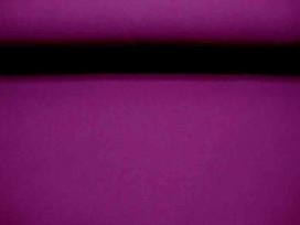 Een iets wat stugge, polyester. Geschikt voor broek of jasje. 1.50 mtr. breed. Polyester e.d.