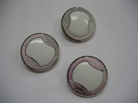 5a Zilveren knoop met wit figuur BZ 5555