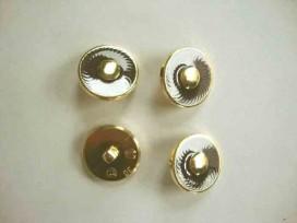 Een kunststof Bruin/gouden damesknoop met een doorsnee van 19 mm.