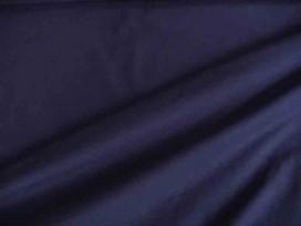 Iets dikkere kwaliteit blauwe tricot. Ook heel geschikt voor jurkjes en rokjes. 70%pe/27%visc./3%sp. 1.50 mtr.br.