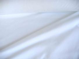 Iets dikkere kwaliteit witte tricot. Ook heel geschikt voor jurkjes en rokjes. 70%pe/27%visc./3%sp. 1.50 mtr.br.