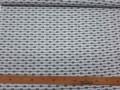 Een witte poplin katoen met zwarte doorlopende pijltjes 100% katoen 1,40 mtr. breed