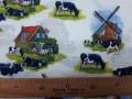 Delfts blauwe stof, met koeien en molens. Hollandse motieven, een nieuw ontworpen print.  100% katoen  1.50 mtr.br.  123 gr/m²