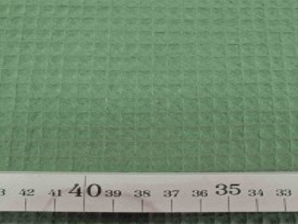 Legergroen grof wafeldoek. Het blokje is ongeveer 7 x 7 mm.  100% katoen  1.47 mtr. breed  230 gr./M2