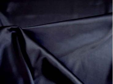 Diep donkerblauwe stretch satijn. Ook heel geschikt om als voering te gebruiken. 96%pl./3%sp.  1.40 mtr. br.  100gr./m2