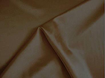 Stretch satijn donker bruin. Een mooie kwaliteit satijn met stretch, ook heel geschikt om als voering te gebruiken.  97%pl./3%sp