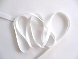 Wit satijnlint per rol van 25 meter. Een hele mooie kwaliteit dubbelzijdig satijnlint.  10 mm breed  100 % polyester