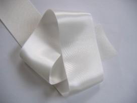Off white satijnlint per rol van 25 meter.  Een hele mooie kwaliteit dubbelzijdig satijnlint.  50 mm breed  100 % polyester