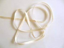 Creme satijnlint per rol van 25 meter.Een hele mooie kwaliteit dubbelzijdig satijnlint.  6 mm breed  100 % polyester