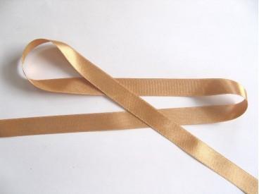 Goudkleurig satijnlint per rol van 25 meter. De prijs is per rol.  15 mm breed  100 % polyester