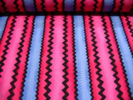 8p Quiltkatoen Zwarte lengte zigzag roze/pink/blauw 1042q