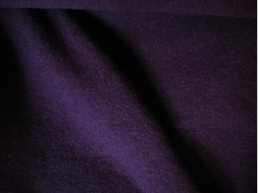 Mooie zware kwaliteit voorgekookte donkerpaarse bouclé wolvilt.  Rafelt niet.  100% wol  1.45 mtr.br.  410gr/m2