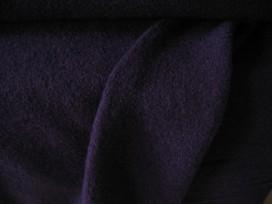 Mooie zware kwaliteit voorgekookte diep donkerblauwe boucle wolvilt.  Rafelt niet! De kleur is diep donkerblauw  100% wol  1.45
