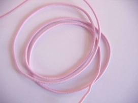 Zacht roze koord elastiek van ca 3 mm. doorsnee.  Een rol van 50 meter en de prijs is per rol.