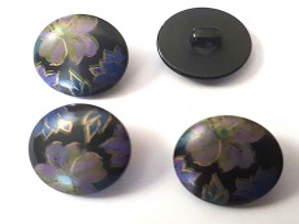Bloemknoop Zwart met paarse bloem 15mm obk944