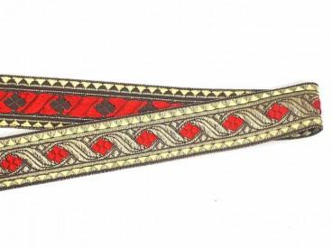 Goudkleurig sinterklaasband met een rode  ruit. Uitstekend geschikt voor Sinterklaaspakken en Zwarte Piet kleding. 30 mm. breed