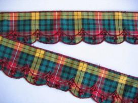 Sierkant Schotse ruit met rood borduursel 704