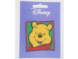 Een Winnie the Pooh applicatie,  met een afmeting van  6 x 6 cm.   Opstrijkbaar. Winnie als pasfoto.