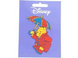 Een Winnie the Pooh applicatie,  met een afmeting van  8 x 6 cm.   Opstrijkbaar. Winnie onder de paraplu