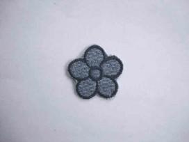 Lichtjeans bloem applicatie met een donkerblauw randje