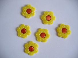 9q O applicatie Gele bloem met oranje hart 909