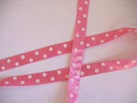 9g Satijnband Roze met stip 15mm. 784