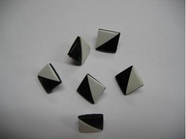 Zwart/wit kunststof knoop. 15 mm. doorsnee