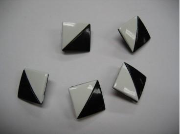 Zwart/witte kunststof knoop. 20 mm.