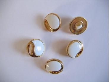 Wit/gouden kunststof bruidsknoop, opengewerkt. 18mm. doorsnee