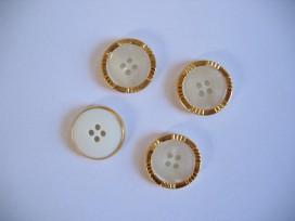 Witte kunststof bruids knoop met gouden rand. 21 mm. doorsnee