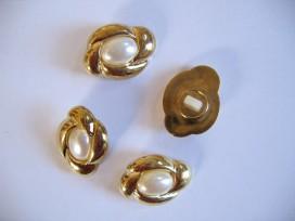 Wit/goudkleurige ovale kunstofknoop. 25 x 20mm.