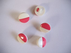 Pink/witte kunststof knoop. 15 mm. doorsnee.