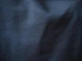 Mooie donkerblauwe boordstof van katoen. Rond gebreid. Dubbel 34 cm. Minimale afname is 0,50 mtr.