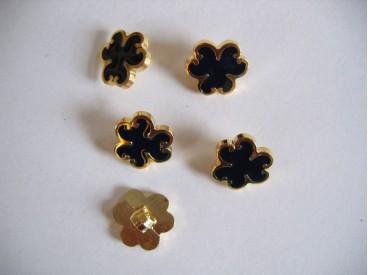 Goudkleurige kunststof bloemknoop met zwarte blaadjes. 12 mm. doorsnee