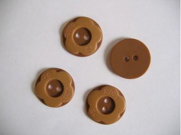 Camel/bruine kunststof bloemknoop. 20 mm. doorsnee.