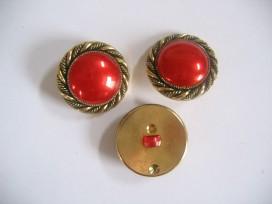 Goudkleurige kunststof rode damesknoop. Doorsnee 28 mm.