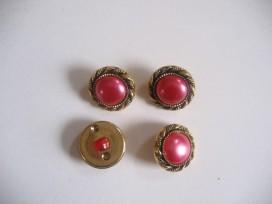 Goudkleurige kunststof pinkkleurige damesknoop. Doorsnee 15 mm.