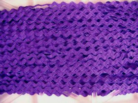 Paars zigzagband van 10 mm. breed.
