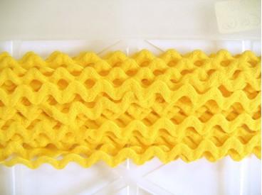5i Zigzagband Kanarie geel 10mm. 808