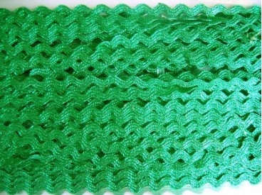 5q Zigzagband Glanzend groen 10mm. 816