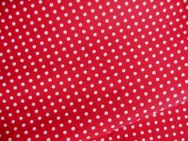 Rode katoen met een witte ministip.  100% katoen.  1.40 mtr.br.