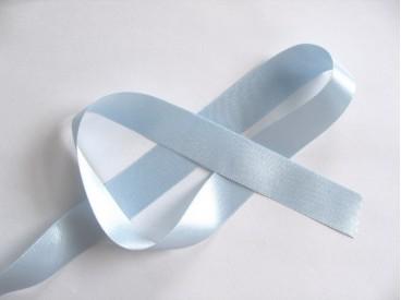 Lichtblauw satijnlint double faced van 25 mm. breed.