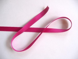Satijnlint Donker pink 10 mm breed