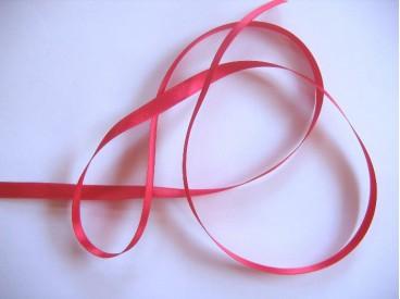 Helder rood satijnlint dubbelzijdig van 8 mm. breed.