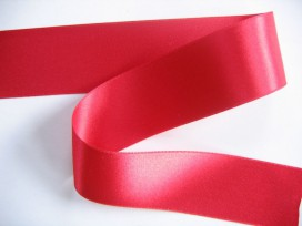 Rood satijnlint double faced van 40 mm. breed.