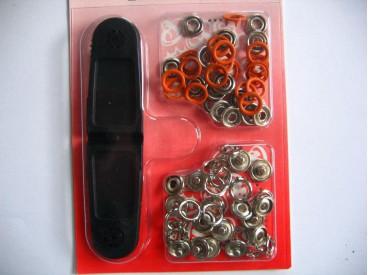 Babydrukkers. Oranje inslag drukknoop met werktuig. Een open rondje. Doorsnee 9.7 mm. 15 stuks per pakje